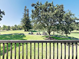 1BR on Golf Course w/ Balcony, Shared Pool, & Resort Amenities– Near Wineries