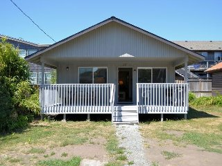 CABIN AT THE BEACH~MCA 1263~Adorable cabin only 1 block to beach and town.