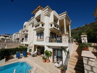 Villa Asfiya, Kalamar, 3 ensuite bedrooms, private pool, wifi, £800 per week.