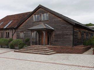 Horsham-stunning 4 bedroom Barn -Farm setting- near South Lodge Hotel