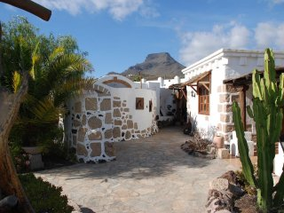 Peaceful, beautiful Canarian home in Tenerife South 5 minutes from the beach.