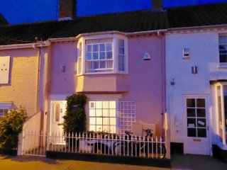 Oriel cottage in Aldeburgh high st; pet-friendly & sleeps 6