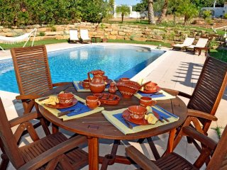 Just2book - Amazing Villa Loule with private garden and pool