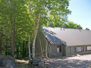 V3201- Managed by Loon Reservation Service - NH Meals & Rooms Lic# 056365