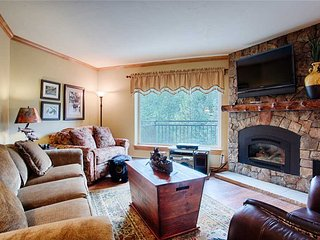 Beautifully remodeled slopeside condo, great location, hot tub access!