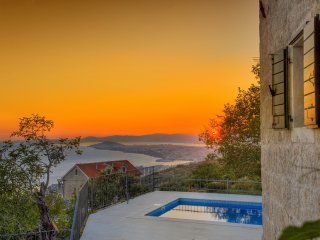 Charming stone villa with swimming pool and breathtaking sea view