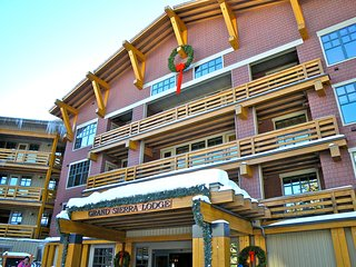 SKI-IN MAMMOTH VILLAGE CONDO *Inside Grand Sierra Lodge* 4th Floor, Very Quiet!!