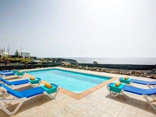 Primera línea de mar con piscina climatizada ,WIFI ,BBQ,