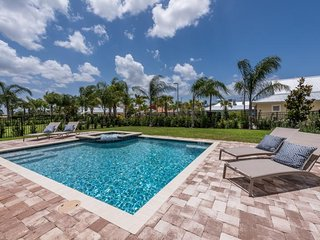 Encore Resort 68 - Superior villa with private pool and free shuttle to parks