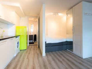 Pretty apartment in great location! very close to Rotterdam central station!..