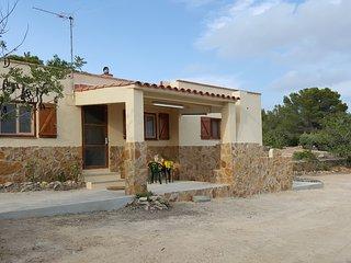 Casa rural sostenible con vistas al mar, a la montaña y mucha tranquilidad
