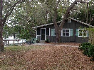8525 Oyster Factory Rd - 'Pete's Place'