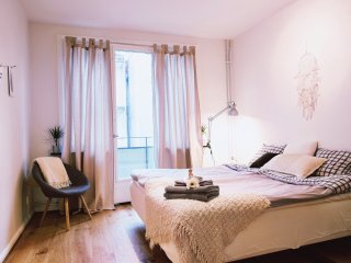 Explore the best of Gothenburg from this beautiful Avenue flat