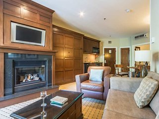 Gorgeous 2BR Family Suite w/Breakfast Included and Free shuttle to hill / 215470