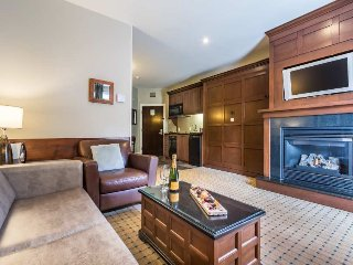 Gorgeous 1BR Suite w/Breakfast Included and Free shuttle to hill / 215468