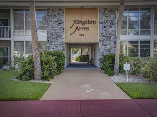 Kingston Arms - Walk to beach and St. Armands Circle