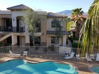 ★Available Labor Day Wknd★Upstairs Unit with Mountain & Pool View★