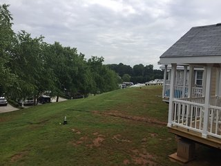 C11, 2 Bed Room Cabin, 1 of 12 Tiny Homes, on Lake Norman