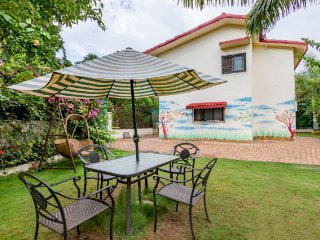 Cheerful 4-BR bungalow, ideal for a group getaway
