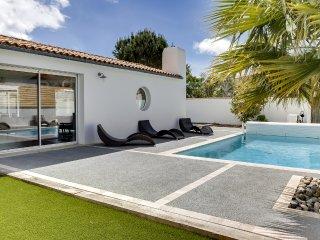 Villa avec piscine a la Flotte-en-Re