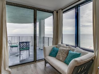 Luxury condo w/ shared pool/hot tub, gorgeous views - on the beach!
