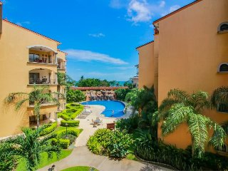 Vibrant, oceanview condo w/ shared pool & private balcony - close to the beach