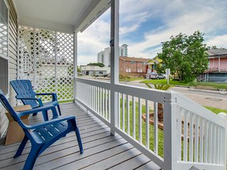 Charming home w/ gourmet kitchen and fenced backyard, five blocks from the beach