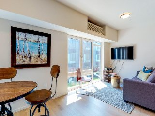 Stylish new condo in trendy NW District, walk to swankiest spots!