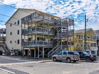 Vibrant seaside home with two balconies - just a short walk to the beach!