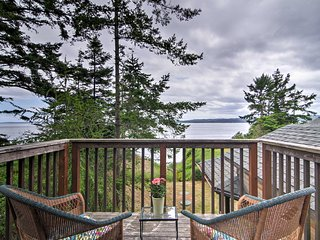 Nordland Waterfront Home w/Beach Access + Mtn View