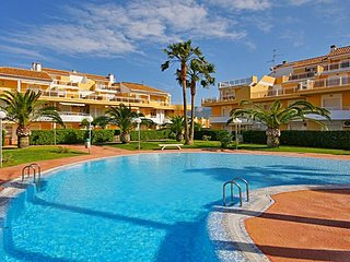 Spacious apartment a short walk away (228 m) from the 'Playa de les Marines' in