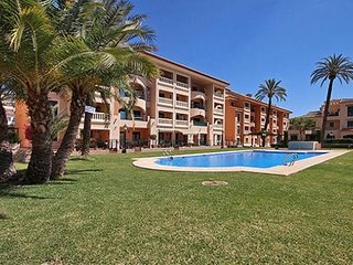 Spacious apartment very close to the centre of Xàbia with Internet, Washing mach