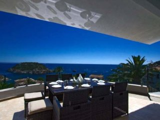 Spacious villa a short walk away (227 m) from the 'Cala Portitxol' in Xàbia with