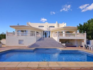 Spacious villa in La Mandarina with Internet, Washing machine, Pool