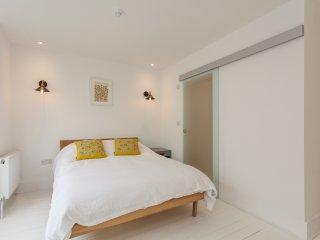 Modern apartment 1, close to Bournemouth