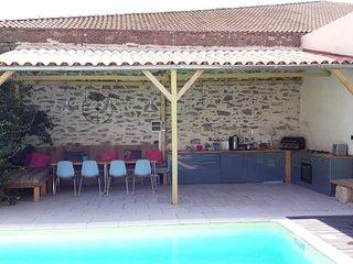 Holiday villa France with private pool near Pezenas sleeps 8