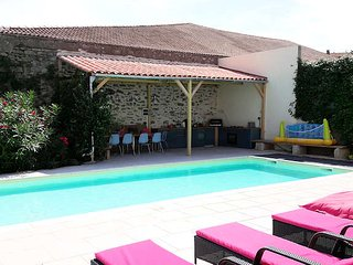 Holiday villa France with private pool sleeps 8