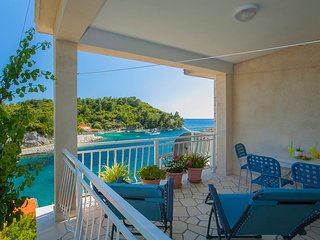 FRANKO - seafront apartment, Island Of Korcula, Prizba, Grscica, Croatia