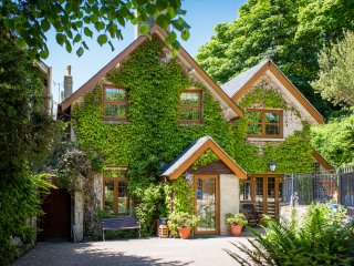 Camellia Cottage. 4* Gold Award superior accommodation set in beautiful gardens