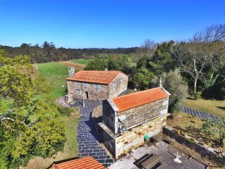 Very confortable old stone galician farmhouse with modern facilities.