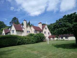 Spacious 5 bedroom house in Surrey/London