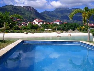 Spacious 3 bedroomed en-suite condo with free wifi and wide wrap-around balcony
