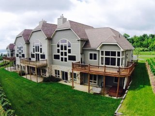5 BR - AWESOME lake views, pool, billiards, tennis & hot tub on Wisp Mountain!