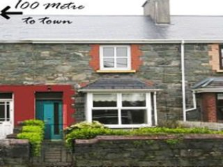 Town House,3 Bed. sleeps 5.-Free Wi-F+ Internet.100 Metre to Killarney