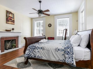 Morning Sunrise - 5 BR house - In Historic Downtown Charleston