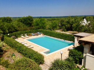 Hilltop property with pools, great amenities and panoramic views