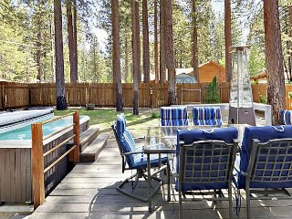 3BR 2BA Lake Tahoe Home near Bijou Golf Course, Close to Town & Pet-Friendly!
