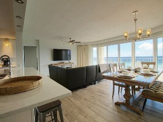 Gorgeous! Overlooks lagoon pool w/3 ocean-view masters & free beach service