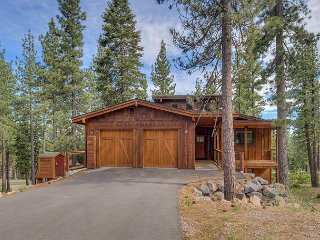 **Cavern*** NEW LISTING - Luxury 4 BR Home in Donner Crest - Hot Tub Too!
