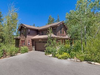 NEW LISTING - Luxury 4 BR in Squaw Valley - Hot Tub Too!